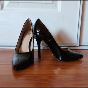 Shoes - NEW! BLACK PATENT LEATHER HEELS. SIZE 6. PUMPS